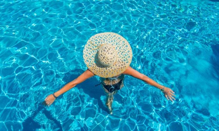 candida e piscina