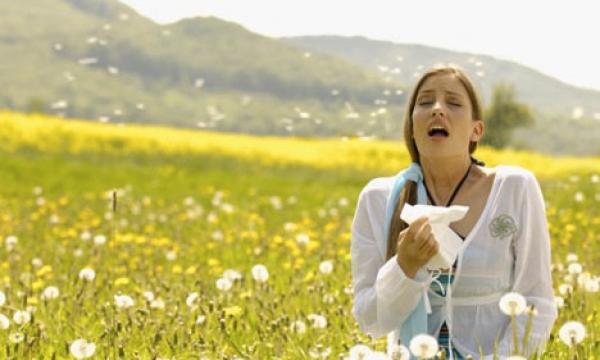 come comportarsi in caso di allergia ai pollini